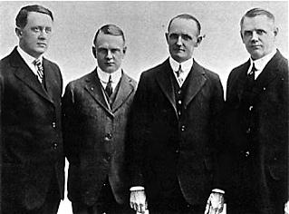 3 les fondateurs de gauche a droite bill harley arthur davidson walter davidson william davidson
