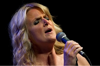 800px trisha yearwood uso 2010